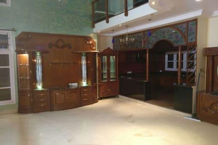 A room in a beautiful villa located centrally - Bengaluru