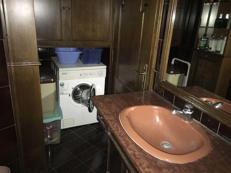 Μπάνιο-Πλυντήριο Ρούχων
