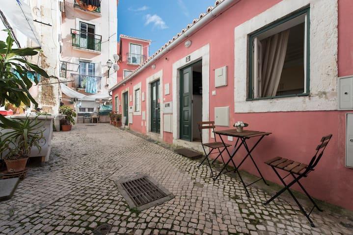 Lisbon Yard's House - Alfama - Lisboa - Hus