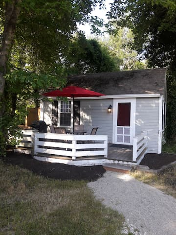 Summer cozy 1bd/1bth cottage in Dennis Port.