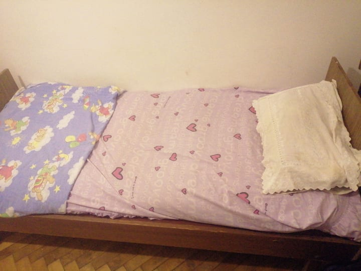 A lovely shared room with a single bed space