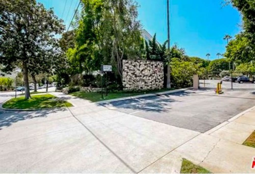 ENTER INTO YOUR NEW PARADISE Gated Entrance, Private Gated Community
