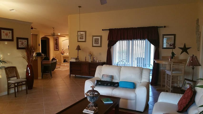 Clean, large completely furnished 15 min to beach. - North Port - Casa