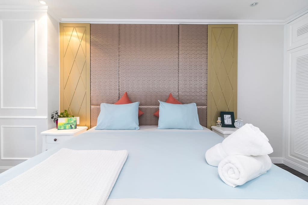 Have sweet dream with our comfortable bed with waffle blanket and soft Egyptian cotton linens