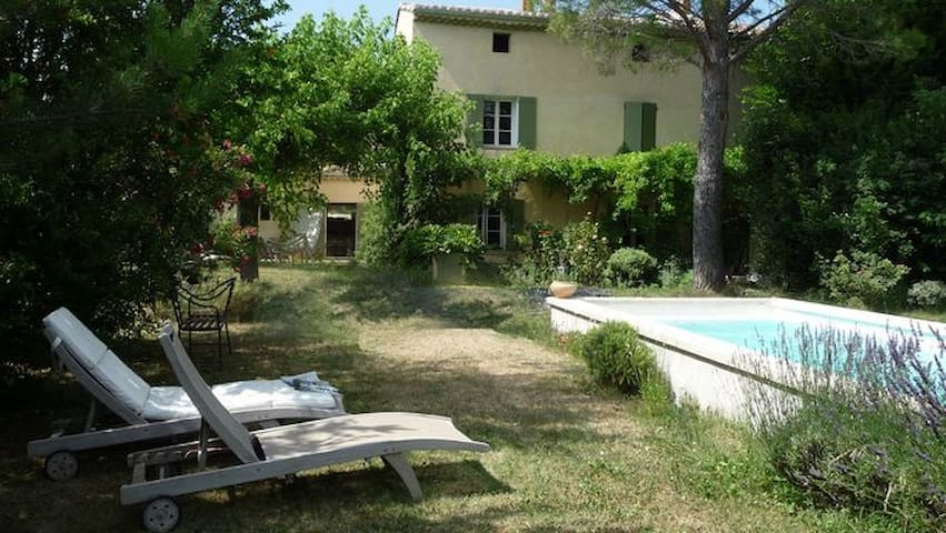 Private flat in old house + pool & garden - Pernes-les-Fontaines - Apartamento