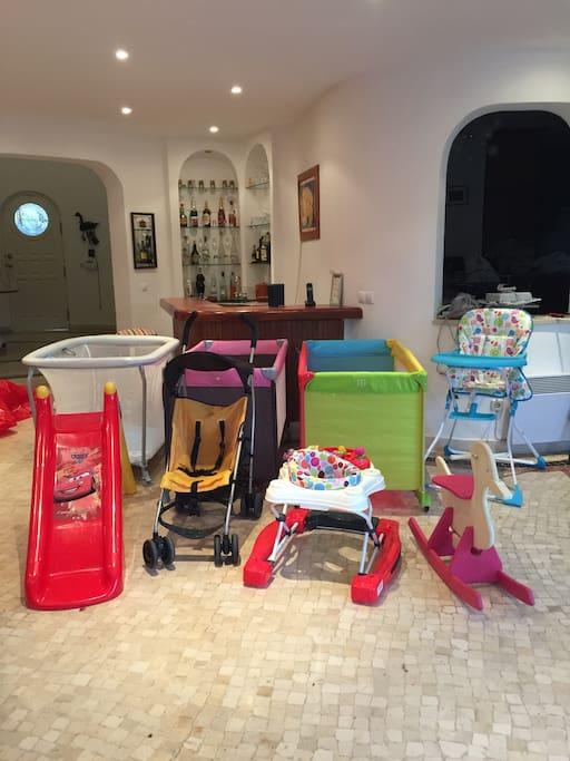 Pour bébés- parc, chaise haute,poussette, 2 lits pliants, etc