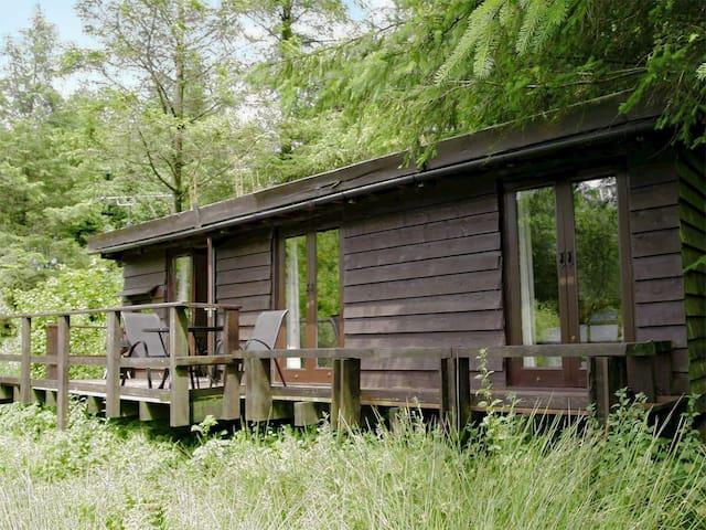 Skokholm Log Cabin, Rosebush - cosy hideaway for 2