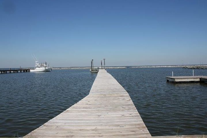 A Fish'n Pier has boat access and private fishing pier