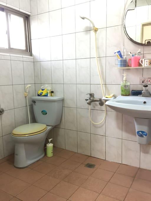 舒適的浴室,全天候供應熱水