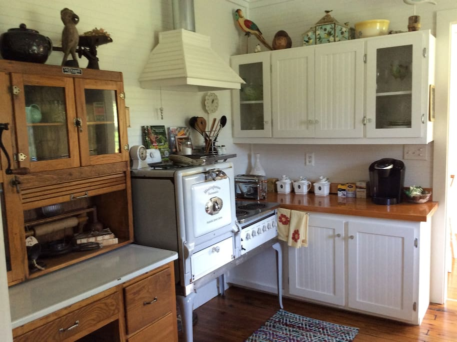 Antique kitchen. Fully equipped with everything you could need.