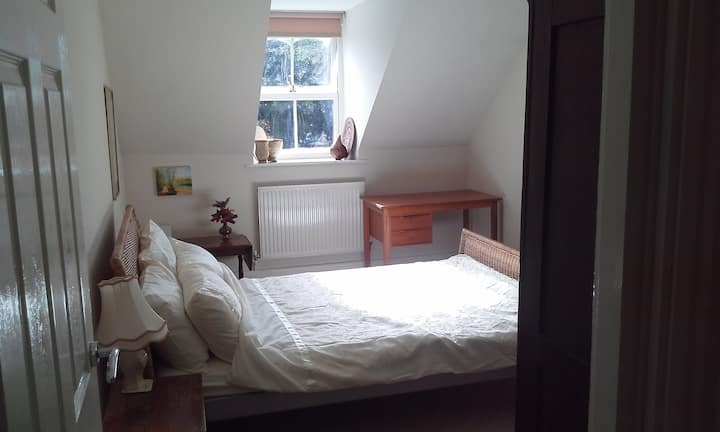 Double room and private bath in beautiful location