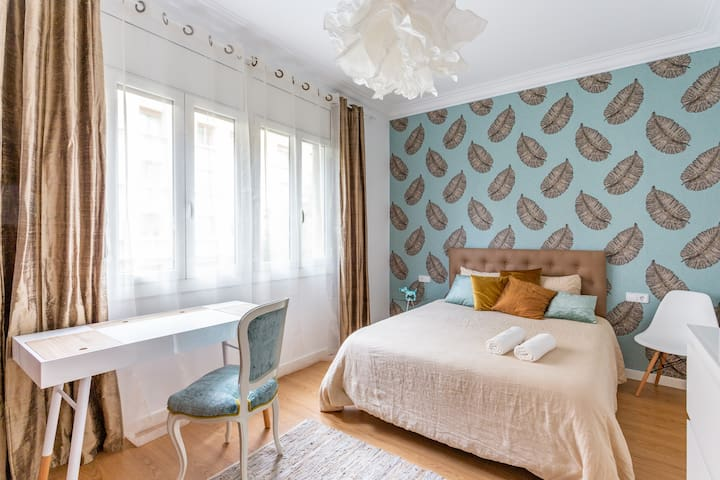 YOUR SUNNY DOUBLE BEDROOM IN THE CENTER