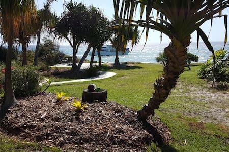 Absolutely Beachfront Cottage Cowan Cowan - Moreton Island - Hus