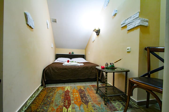 MGA Hostel & Tours, Single Rooms