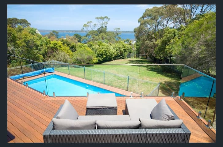 KINGS LANDING - Lake Views, Solar heated Pool