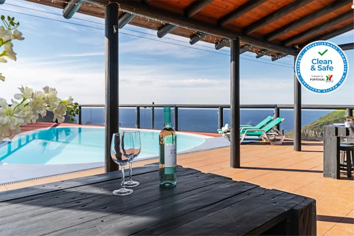 Unique tranquil location with outstanding panoramic sea-view | Top of the Cliff