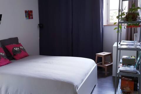 Coulandon, chambre dans agréable longère