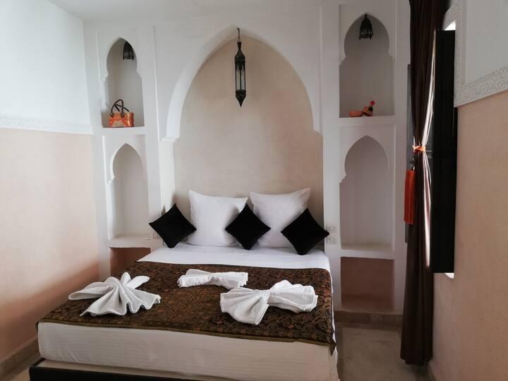 """Chambre privee """"3""""dans Riad au coeur de la Medina."""