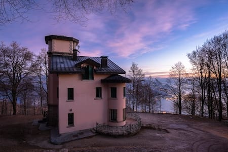 Suite with view on Lake Maggiore - Hytte