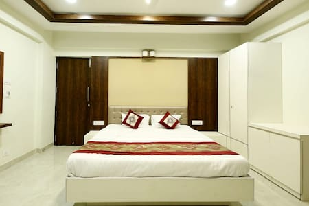 Deluxe Room (Areca Palms)