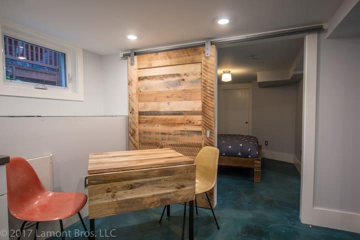 Modern 1br Apartment in Happening SE