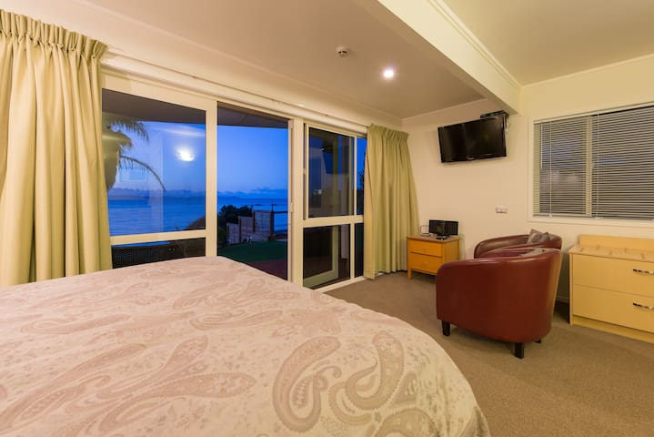 Relax and unwind at By The Bay on Coopers Beach - Coopers Beach - Flat
