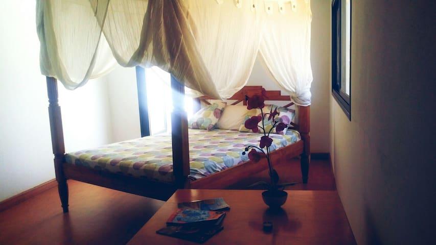Habitación privada en ático amplio y luminoso - Tuineje - Huis
