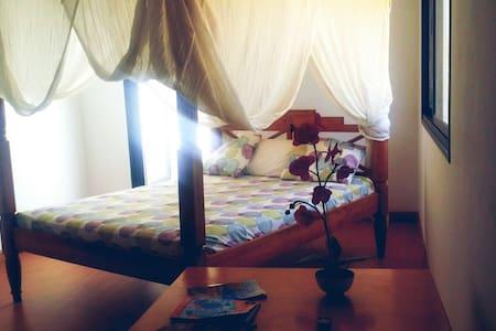 Habitación privada en ático amplio y luminoso - Tarajalejo