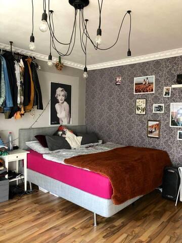Nettes 20qm Zimmer mit Balkon in geselliger WG