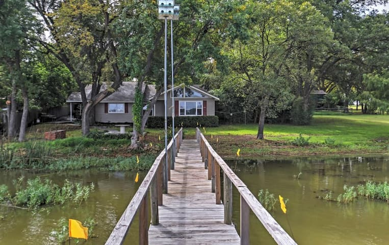 Lakefront 2BR Fort Worth House w/Private Dock! - Fort Worth