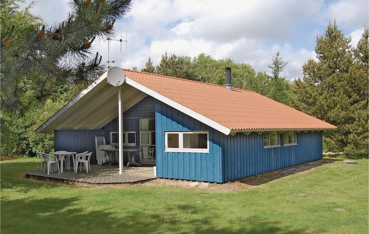 Holiday cottage with 3 bedrooms on 74m² in Oksbøl