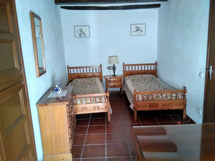 Habitació privada en una casa de poble restaurada