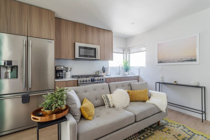 Cozy Charming 1 Bed  ★ Prime Santa Monica ★