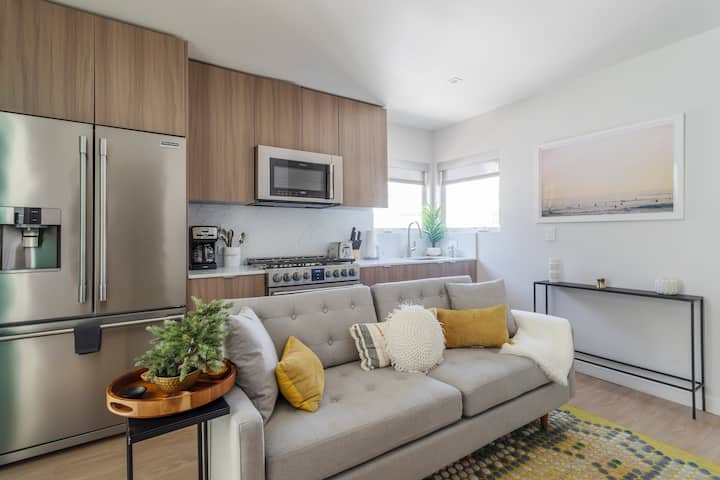 Cozy Charming 1 Bed  ★★★★ Prime Santa Monica ★★★★