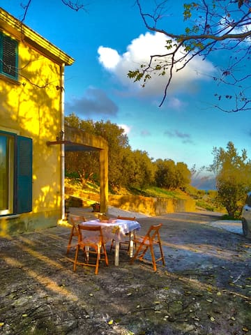 LOVELY COUNTRY HOUSE IN SICILY