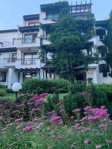 Apartment in Oasis Resort & Spa, Lozenetz