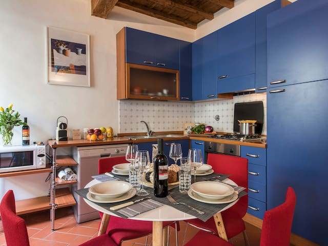 Vivian - Newly renovated 2bdr in Florence