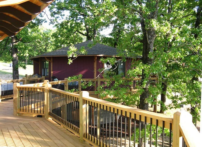 Bull Shoals Lake Treehouse Get-A-Way