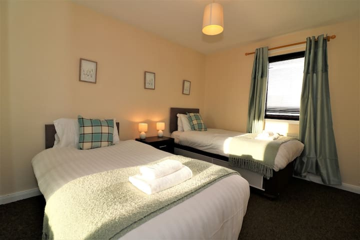 Signature - Strath View Holytown Apartment Motherwell