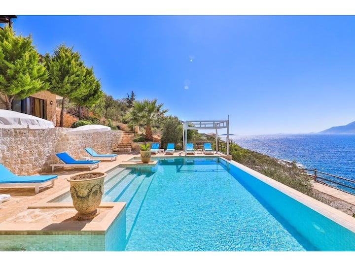 Private Villa + Pool + Sea Access
