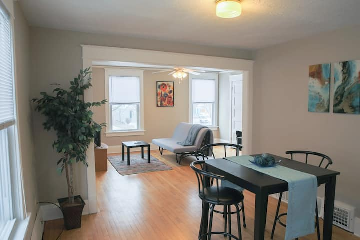 Cozzy 3 Bedroom Spacious Clean Lower Apartment