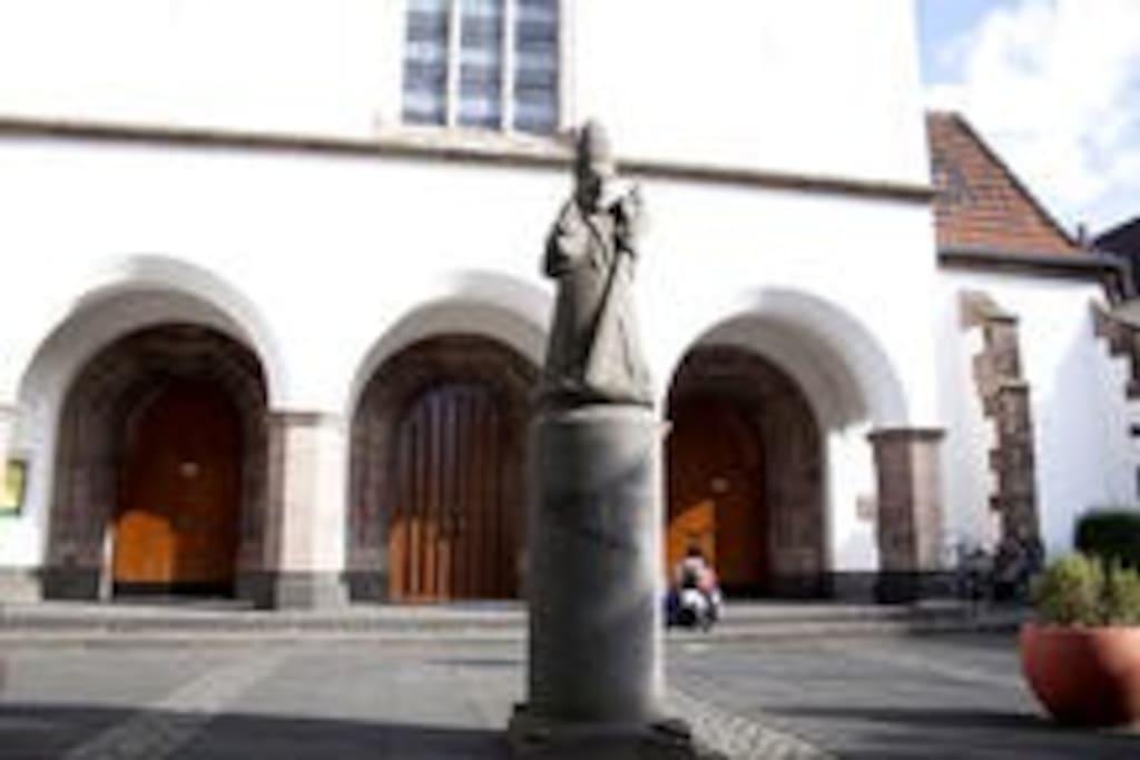 Kirche (Nachbargebäude)