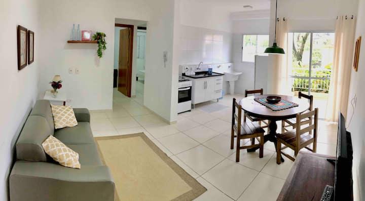 NOVO c/ varanda, 2 quartos, sala e cozinha (ap.11)