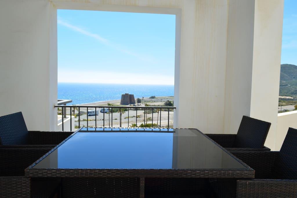 Terraza con vistas a la playa