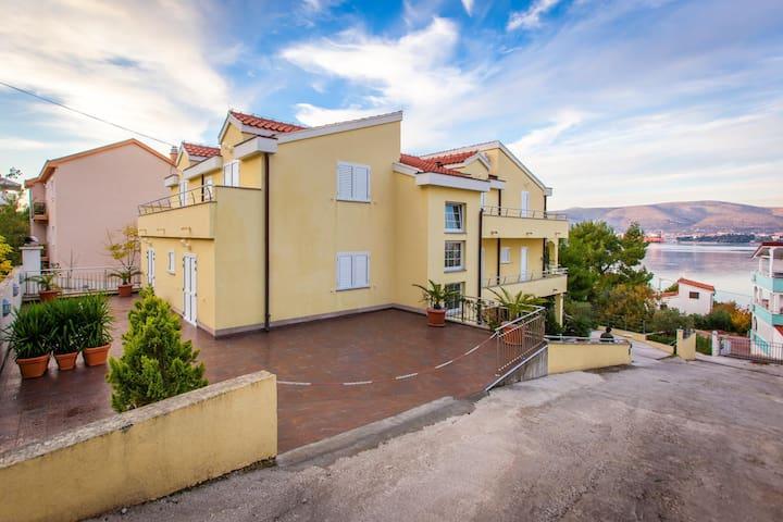 Apartments Villa Luna / One bedroom Jenny A2 - Okrug Gornji - Apartment