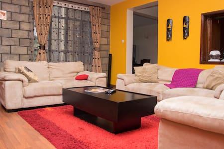 Two Beautiful En-suite Rooms in an Elegant home. - Nairobi