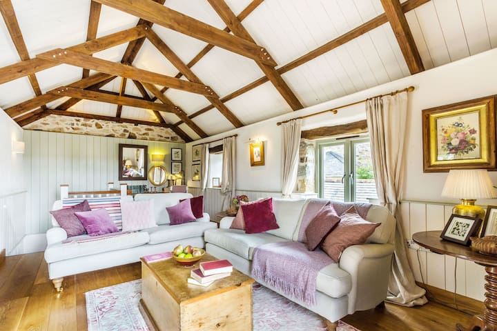 Pear Cottage - A stunning home near the north Cornwall coast, with fabulous gardens