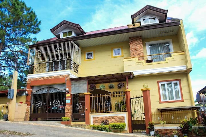 Cozy & super clean 3BR with parking - Baguio