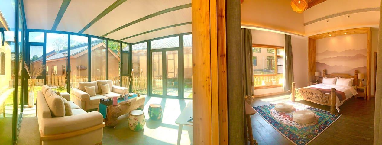 阳光玻璃套房