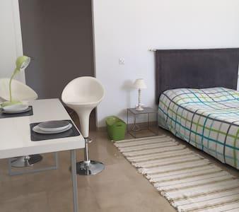 Beau studio moderne à  Tunis tourisme ou affaires - La Soukra